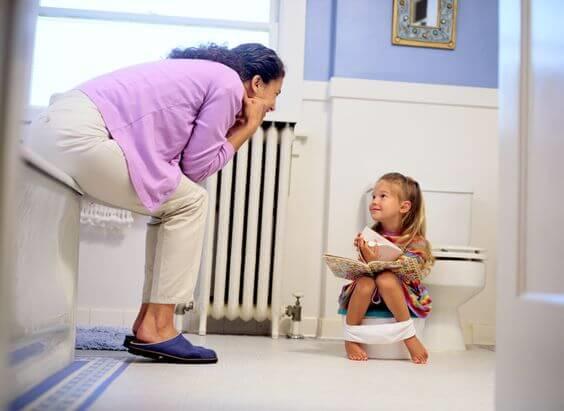Moeder maakt kind zindelijk met de Montessori methode
