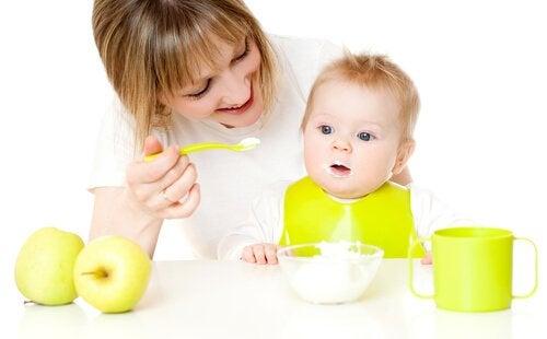 Constipatie bij baby's: puree eten