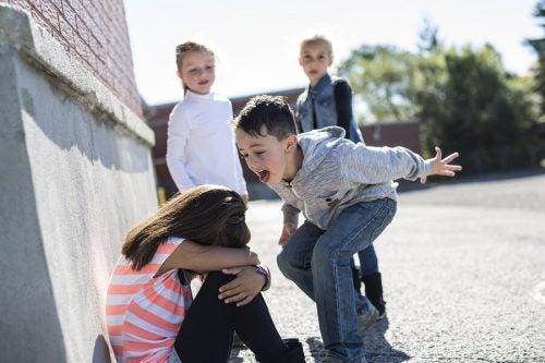 Pesten: 5 voorbeelden van pestgedrag