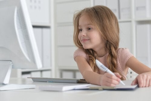 Hoe je je kind kunt helpen om te leren schrijven