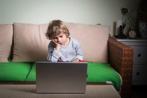 Geduld en voorzichtigheid zijn belangrijk om luiheid bij kinderen tegen te gaan
