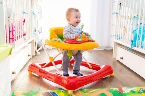 Voor- en nadelen van een loopstoel voor kinderen