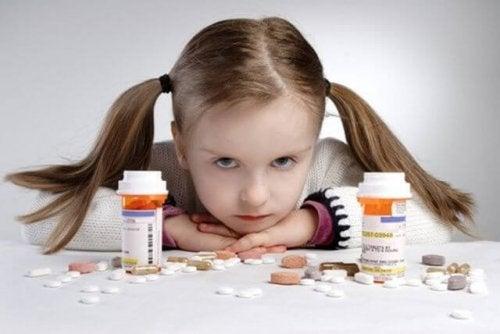 Meisje met veel pillen