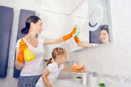 Huishoudelijke taken die kinderen kunnen doen, op elke leeftijd
