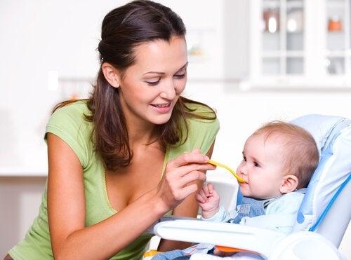 Goede voeding tijdens het eerste jaar van het leven van een baby