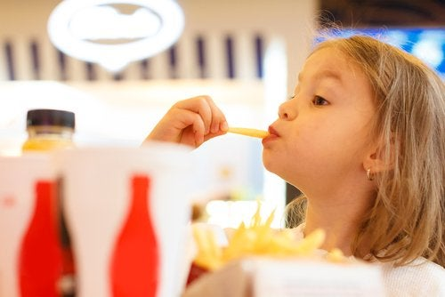 5 voordelen van het toestaan van spelen met eten