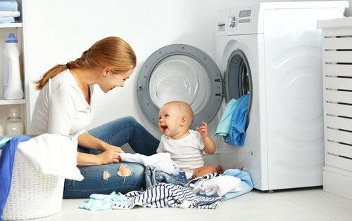 Wassen van babykleding