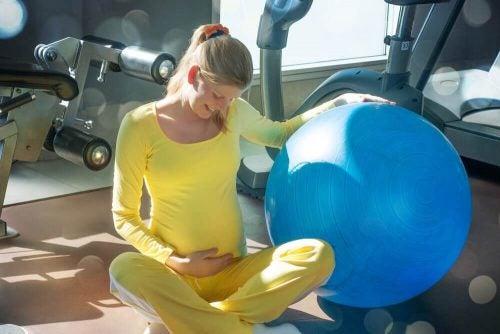 6 basisoefeningen voor de bekkenbodemspieren bij zwangere vrouwen