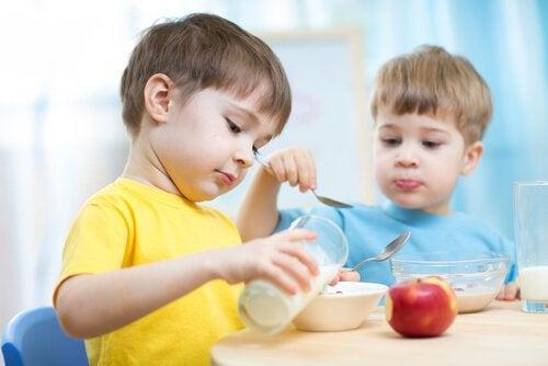 Tussendoortjes voor kinderen: wat geef je het best na school?