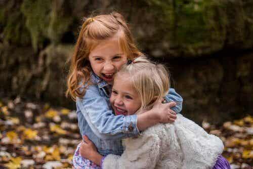 Waarom moet je thuis empathie leren aan je kinderen?