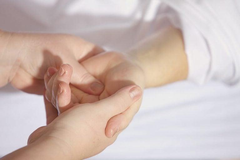 Massage als een van de ontspanningsoefeningen voor kinderen