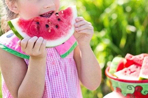 Factoren die de lichaamslengte beïnvloeden: voeding