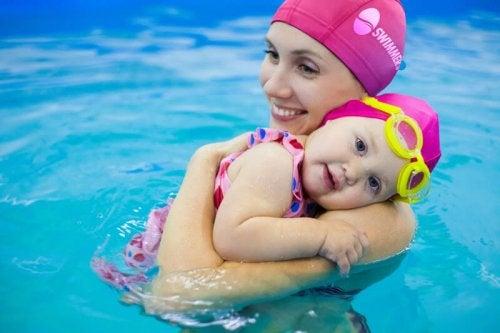 Watergewenning voor je baby: moeder en dochter