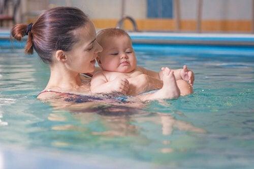 Watergewenning voor je baby: wat zijn de voordelen?