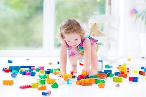 Motorische ontwikkelingen van kinderen door met Lego te spelen