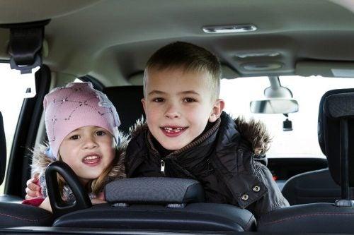 Woordspelletjes om op reis met kinderen te spelen