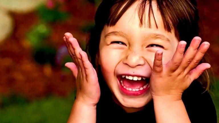 Gevoel voor humor ontwikkelen: jongetje