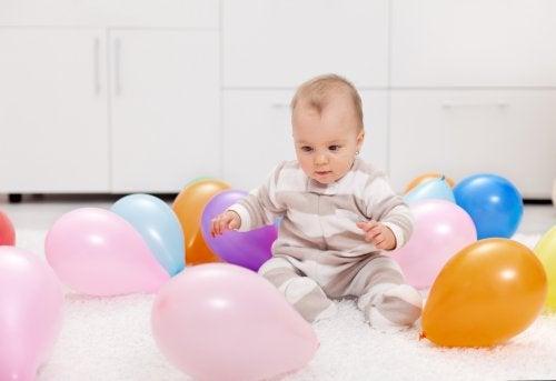 7 activiteiten met kleurrijke ballonnen voor jou en je baby