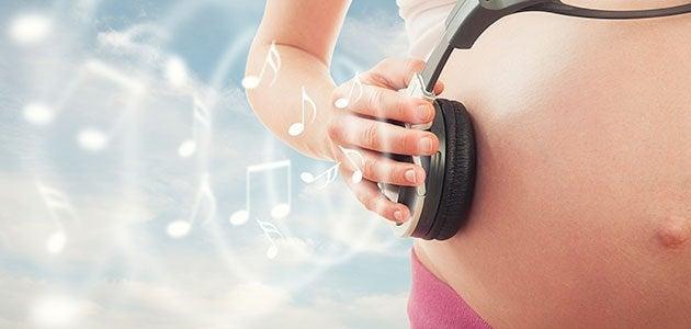 Zwangere buik en muzieknoten