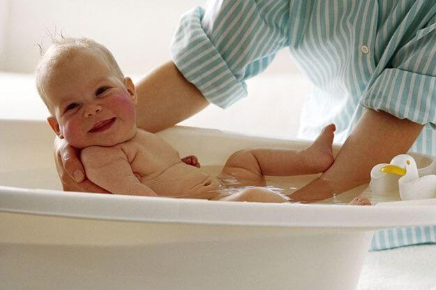 Wanneer kan de baby zijn eerste badje krijgen