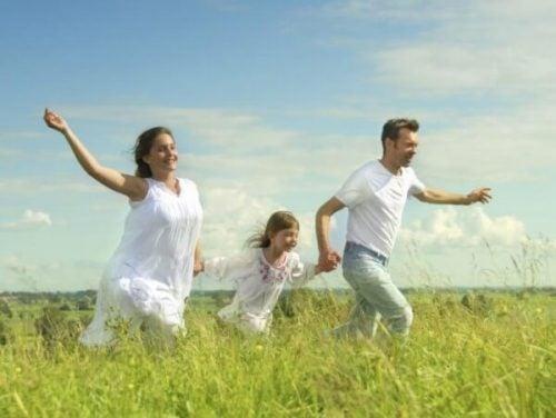 Pas deze tips toe om je kind te leren gelukkig te zijn