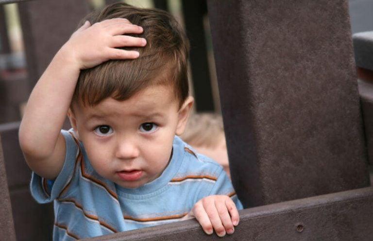 Wat moet je doen als je kind zijn hoofd hard stoot