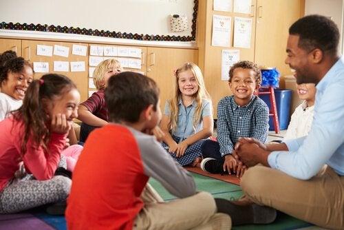 Het inrichten van het klaslokaal volgens de methode van Montessori