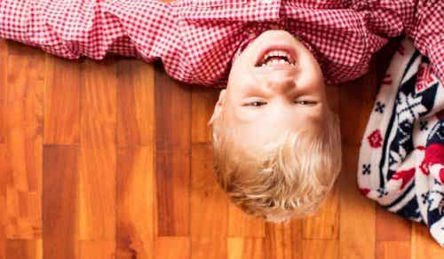 Lachen om jezelf: leer het aan je kind