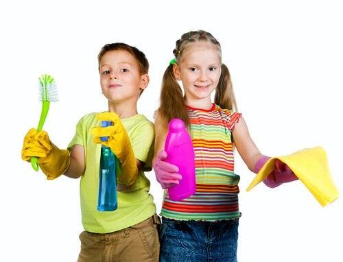 Geschikte klusjes voor kinderen volgens hun leeftijd zoals bijvoorbeeld schoonmaken in huis