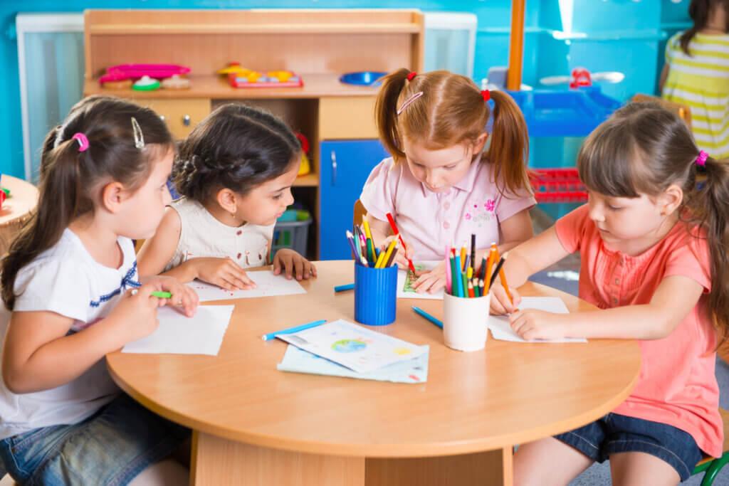 De voordelen van kinderen vroeg naar school sturen