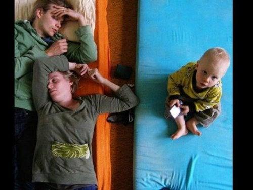 Nieuwe ouders worstelen om voldoende slaap te krijgen