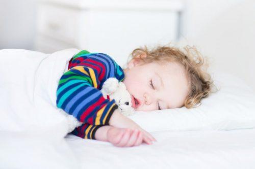 Voordelen van dutjes doen voor baby's en kinderen
