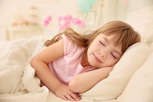 Meisje doet een dutje