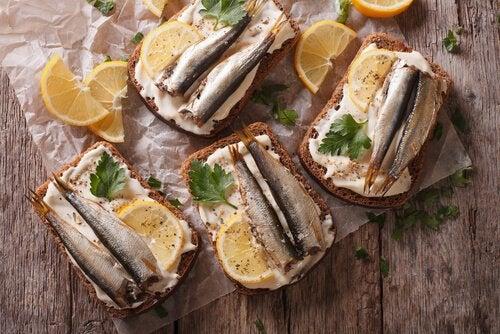 Sardines op toast is een ijzerrijk voedingsmiddel tijdens de zwangerschap