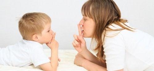 Kinderen leren stil te zijn