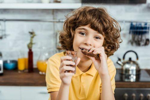 15 voedingsmiddelen die gunstig zijn voor je intellectuele prestaties zoals chocolade