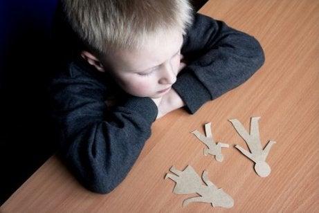 Hoe een echtscheiding kinderen beïnvloedt op basis van hun leeftijd