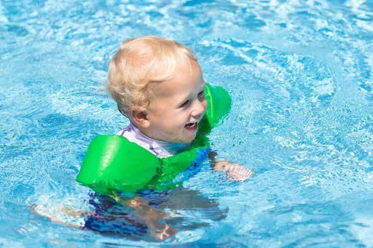 11 dingen voor je baby als je naar het zwembad gaat