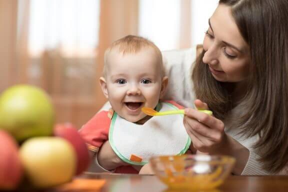 Richtlijnen voor lepel vriendelijke purees voor baby's van 6 tot 9 maanden oud