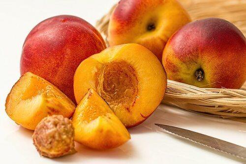 Vers fruit eten tijdens borstvoeding is belangrijk