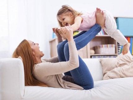 peetmoeder en kind hebben plezier