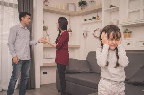 Ouders moeten geen ruzie maken waar kinderen bij zijn