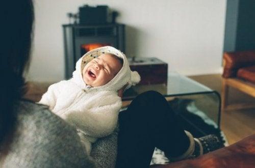 Wat te doen als je baby 's nachts altijd huilt