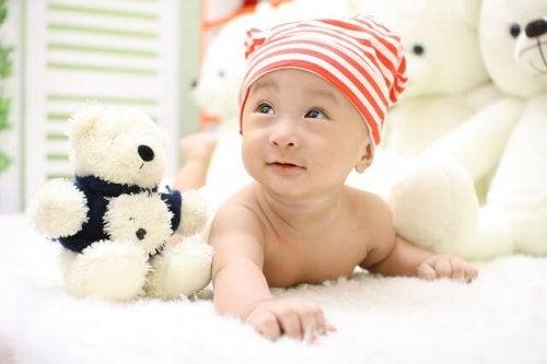 Het speelgoed moet bereikbaar zijn voor je baby