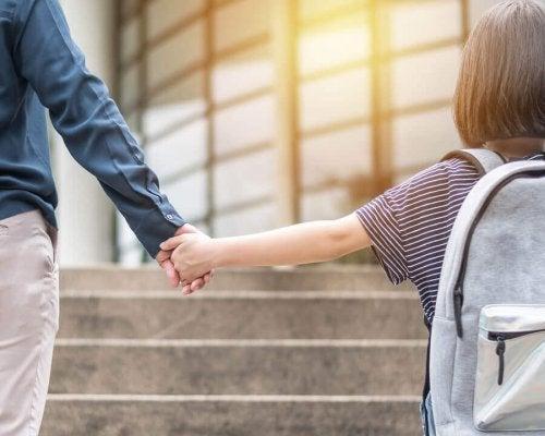 Hoe het wisselen van school kinderen beïnvloedt