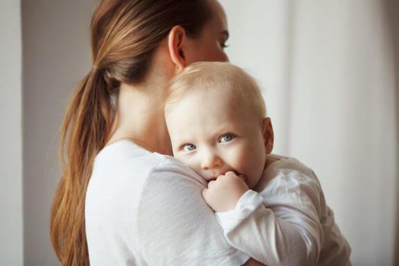Mogelijke oorzaken waarom je baby niet huilt