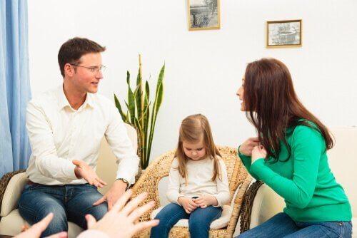 Ouders die ruzie maken met hun dochter erbij