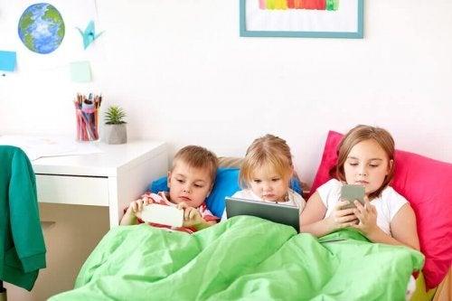 Weet je op welke leeftijd kinderen mobiele telefoons zouden mogen krijgen?