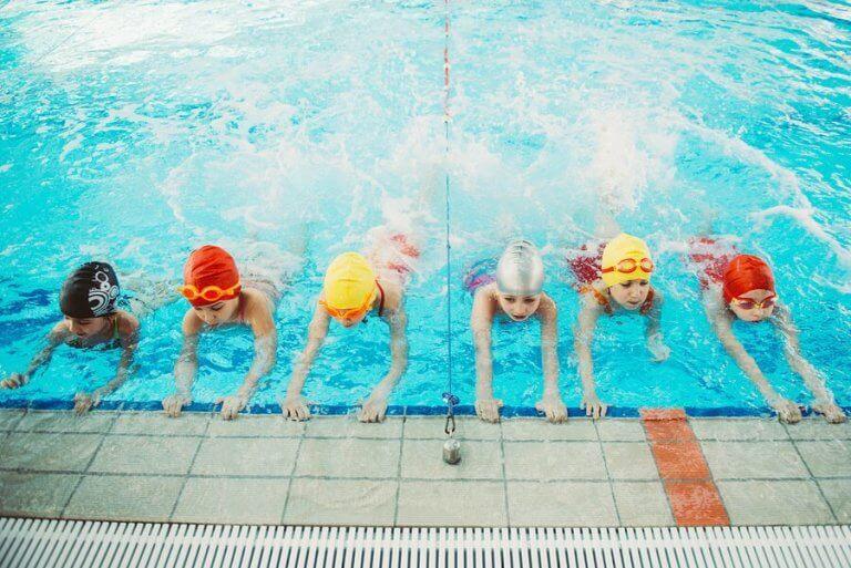 Waarom is het zo belangrijk dat kinderen leren zwemmen?
