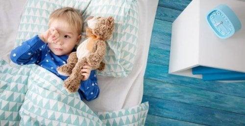 Wat moet je doen als je kind niet alleen wil slapen